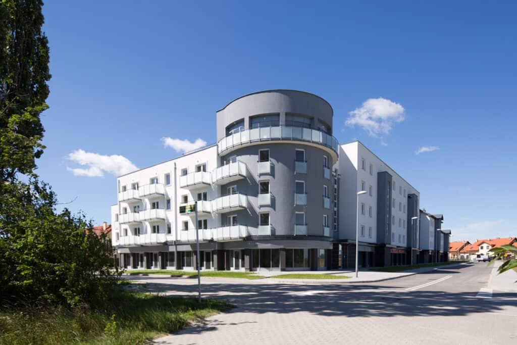 Projekt budynku wielorodzinnego z usługami i garażami w Zamieniu gmina Lesznowola koło Warszawy