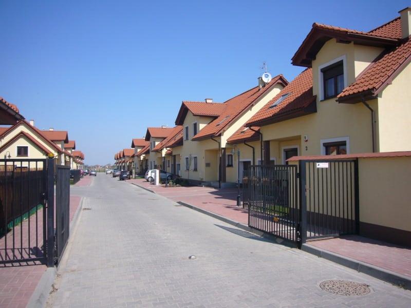 Projekt osiedla mieszkaniowego we wsi Zamienie gmina Lesznowola koło Warszawy. 78 domów jednorodzinnych w zabudowie szeregowej.